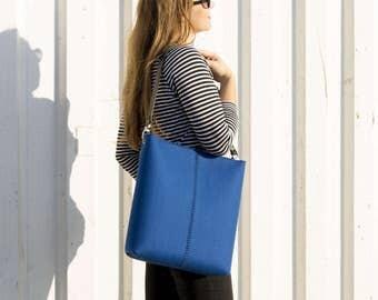 Large felt SHOULDER BAG with leather strap / blue crossbody bag / wool felt bag / tote bag / felt tote / blue felt bag / made in Italy