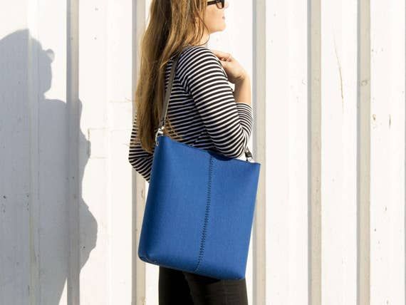 Large felt SHOULDER BAG with leather strap / blue crossbody bag / wool felt bag / tote bag / felt tote / blue felt bag / made in Italy