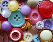 Antique and Vintage Button Lot No.414   Kitsch Buttons   Glass, Rhinestone, Bakelite