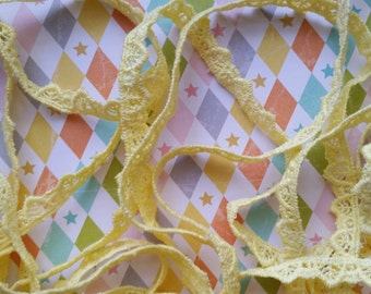 2 yds Dainty Vintage Sunny Yellow Lace Sewing Trim