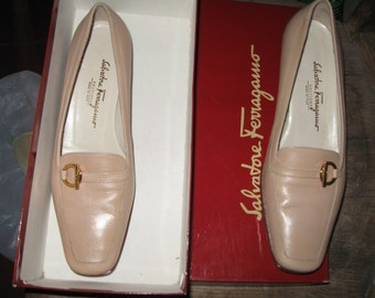 Salvatorre Ferragamo vintage shoes biege