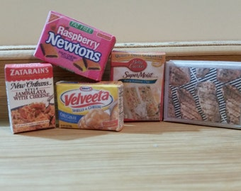 M-19     Set of 5 pieces of Food for Barbie or dollhouse collectors