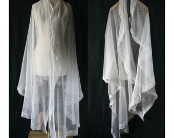 Antique off-whiteTulle Wedding veil  with small embroidery around