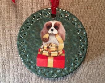 Cavalier King Charles Spaniel Ornament, The Blenheim CKCS Gift Unwrapper