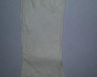 Vintage Gloves White Lambskin Unlined Leather Gloves 70's Bride's Gloves Bracelet Length Size 6 1/2