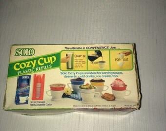 SOLO Cozy Cups 2 Lifetime Holders, and 10 plastic 7oz cups NIB RARE White!