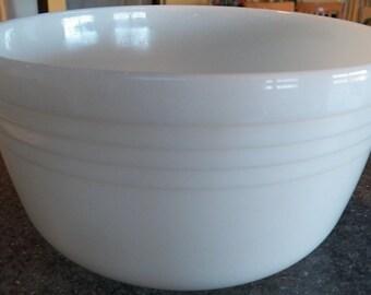 Vintage PYREX/Hamilton Beach White MILK GLASS Mixer/Mixing Bowl~8.5 inch Large
