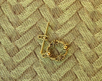 Antiqued brass toggle clasp