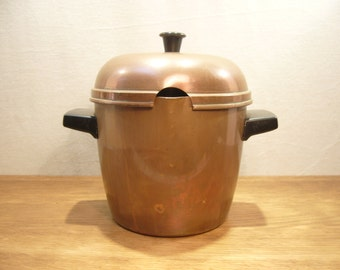 Vintage copper ice bucket, copper pot with pouring lip and lid, lidded copper pot