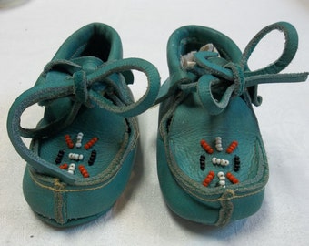 Vintage 1950's Children's Leather Beaded Moccasins Size 1, S