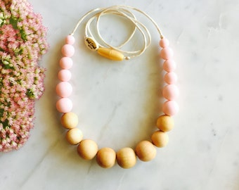 Nursing Necklace, Chew/ Chewable Necklace, Modern Teething Necklace, Wood and Silicone Bead Teething Necklace – Soft Pink – Fin