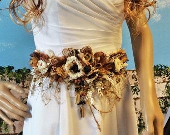 Rustic Wedding Belt-Burlap&Lace-Vintage Brooch Wedding Sash-Country Wedding Bridal Belt-Rustic Flower Sash-Woodland Wedding Belt and Sash