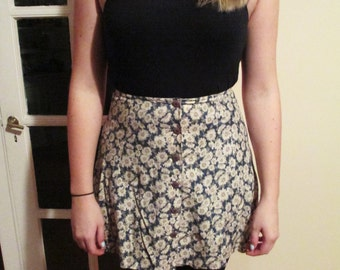 Vintage Daisy Pattern / Print Floral Skirt w/ Buttons in Front on Teal / Green Background
