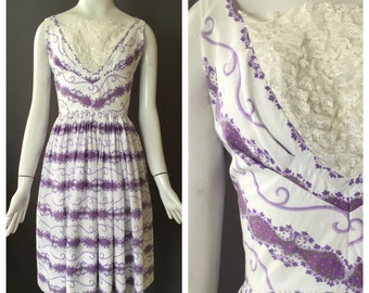 1950s Violet Printed Cotton Sundress with Lace Inset | XS