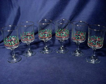 Holiday Christmas Holly Berries Goblets Vintage Set (6) Quality Glasses Optic Gold Trim (b)