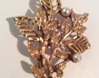 Gold toned brooch 2 in