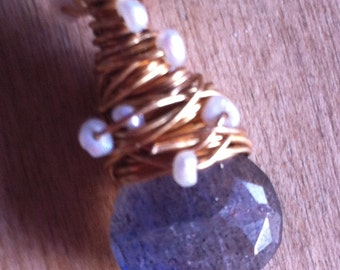 Labradorite and Seed Peart faceted pendant on gold-plated chain
