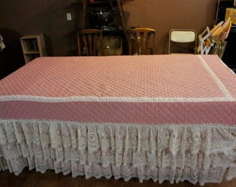 Vintage fitted JCP Pink bedspread with lace ruffle tiers on sides dusty pink iwht ivory lace romantic country bedroom queen