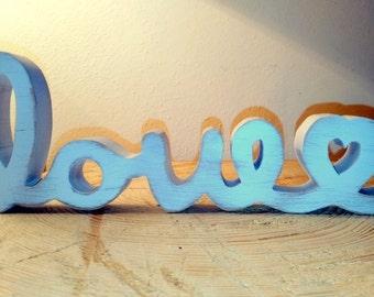 Scritta love in legno massiccio deccapato colore bianco