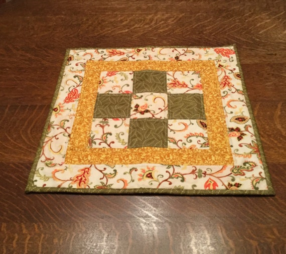 Quilted Table Topper, Table Topper, Fall table topper, Quilted Fall table topper, County table topper, quilted candle mat