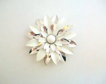 Daisy Brooch, Daisy Pin, White Daisy Brooch, White Daisy Pin, Flower Brooch, Flower Pin, White Flower, Enamel Daisy Pin, Enamel Daisy Brooch