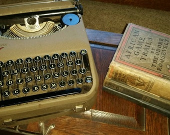 Vintage Corona Zephyr Portable Typewriter 1939 Glass Keys Works with Case