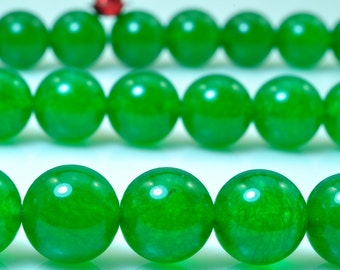 37 pcs of Green Jade smooth round beads in 10mm