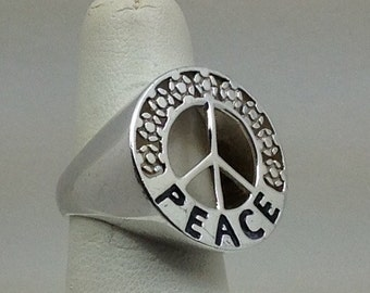 """Vintage Sterling silver """"PEACE"""" ring"""
