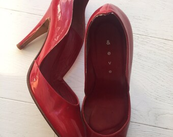 Retro 'Put on your red shoes' stiletto red shoe