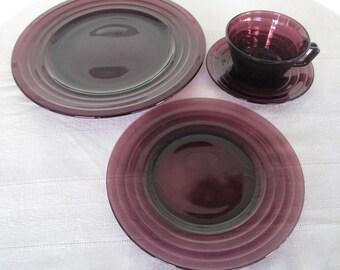 Vintage Hazel Atlas Moderntone Amethyst Snack Plates Cups & Saucers Service For Four Purple Dinnerware Glassware Dining  Dessert Plates