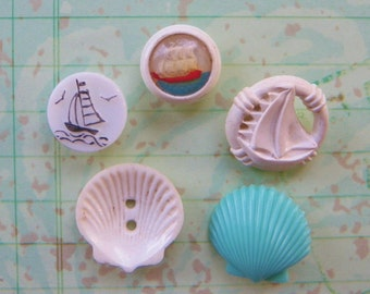 SALE!*** 5 Nautical Buttons Scallop Shell Buttons Ship Buttons