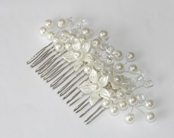 Beaded flower hair comb