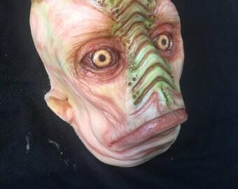 Maschera aliena