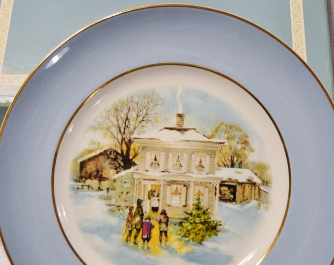 Vintage Avon Christmas Decorative Plate 1977 with box Enoch Wedgwood Ltd England Carolers in Snow PanchosPorch