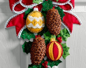 Bucilla Pine Cones and Holly ~ Felt Christmas Wall Hanging Kit #86678, Ornaments DIY