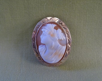 Vintage 9 CT Yellow Gold Helmut Shell Cameo Brooch