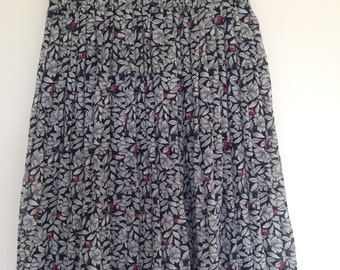 Vintage floral pleated skirt Size 8 to 10