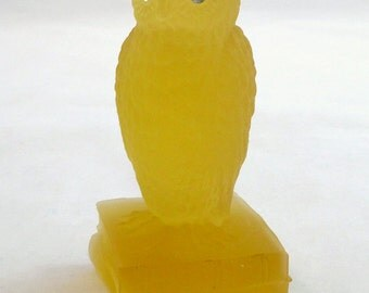 WESTMORELAND OWL STATUE Frosted Yellow Westmoreland Owl Figure Westmoreland Yellow Owl Paperweight Westmoreland Owl with Original Sticker!