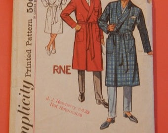 Simplicity 4739 Vintage mens robe pattern with monogram transfers Size extra large