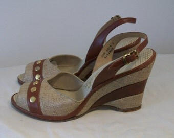 Adorable 1950s two tone peep toe wedge sandals US 6 1/2 N /UK 4 1/2 N w/ studs NOS!
