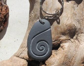 Beach Stone Key-chain, Black, Infinity Spiral Engraved Beach Stone, 95 mm Key-chain (KEY-015)
