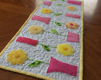 Yellow/Pink Sprink Table Runner