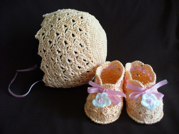 Crochet Baby Bonnet And Booties Pattern : Shell Baby Bonnet and Booties Crochet Pattern