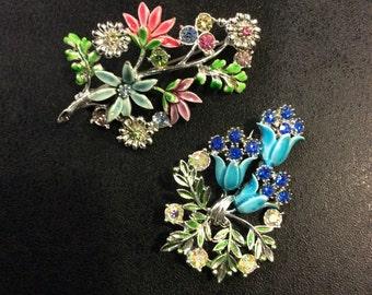 2 pretty flower brooches