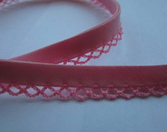 Bias binding with crocheted trim/crochet pink