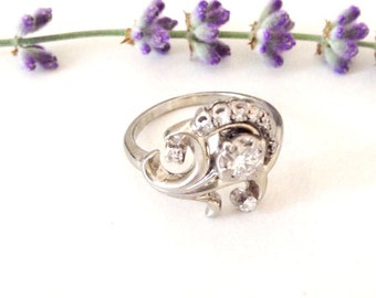 Vintage 14k flower diamond ring. Diamond and white gold ring. 1950's Custom diamond ring.