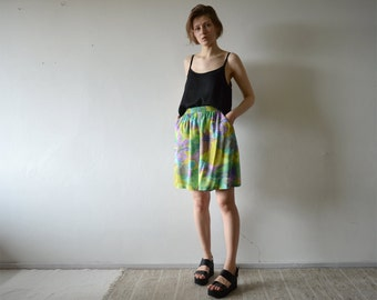 vintage abstract floral green and violet high waist wide leg shorts skorts with elastic waist and side pockets small