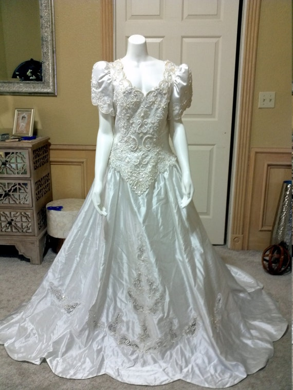 Gorgeous gloria vanderbilt white satin heavely beaded for Gloria vanderbilt wedding dress