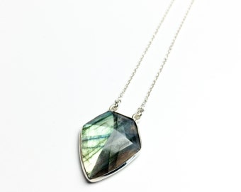 MAYA - sterling silver necklace with Labradorite