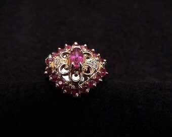 Ladies Vintage 14K Gold Ruby Ring, 19 Rubies, Size 6.5 (217703)